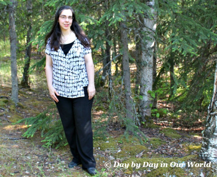 Asymettrical Pattern Top with Black Pants for Triangle Shape