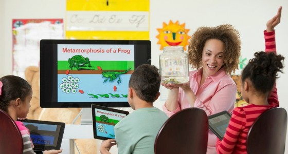 Elementary students learning about Metamorphosis of a Frog Using Technology