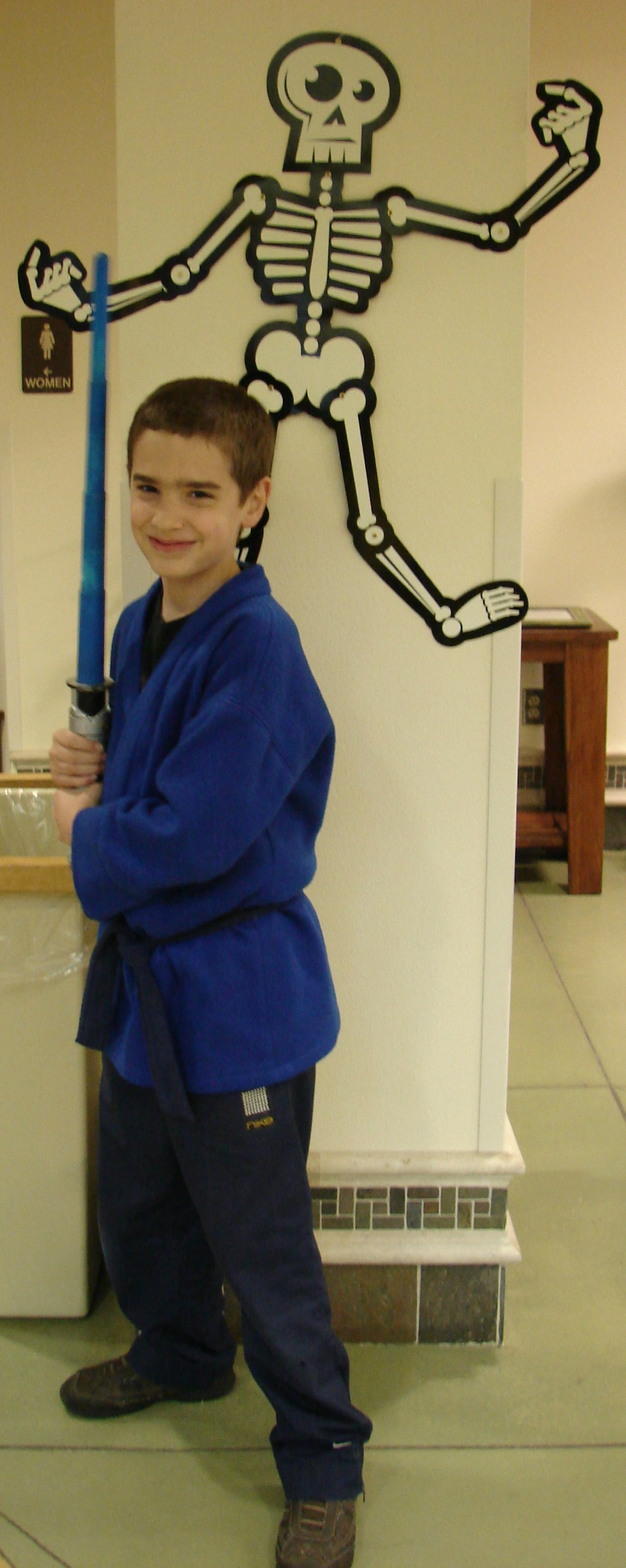 Jedi Knight using items in the house