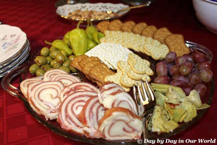 Msg 4 21+ An antipasto tray featuring Pepperidge Farm Cracker Trio is simple to pull together and a tasty way to begin a meal #HolidayPairings #ad