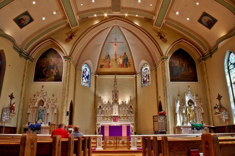 Saint_Patrick_Catholic_Church_(Columbus,_Ohio)_-_interior,_decorated_for_Laetare_Sunday